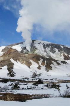浄土平から見た吾妻山の噴気孔