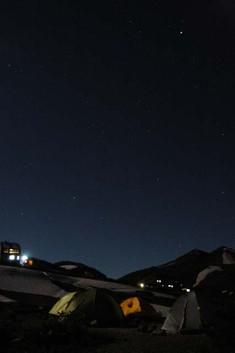 雷鳥沢キャンプ場からの夜景(左は雷鳥荘)